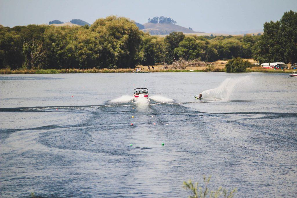 waterskiing at backpaddock lakes boat lake